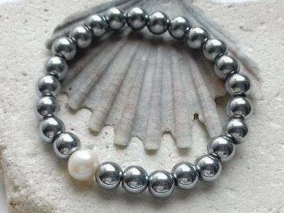 hematite and pearl elastic bracelet
