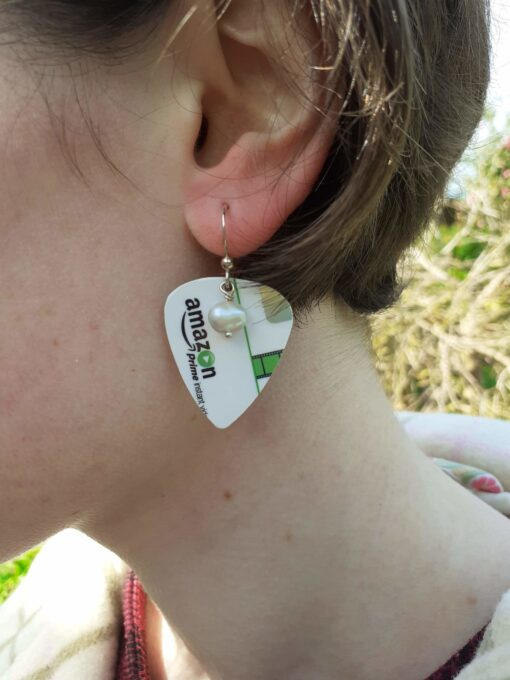 Green and white plectrum earrings with freshwater pearls