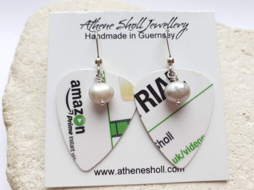 Green and plectrum earrings with freshwater pearl on card