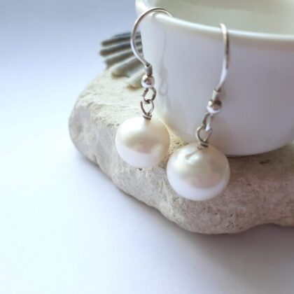 High Quality Pearl Dangle Earrings